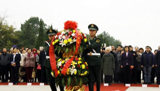 刘少奇诞辰116周年 俄籍长孙阿廖沙倾吐景仰之情(图)
