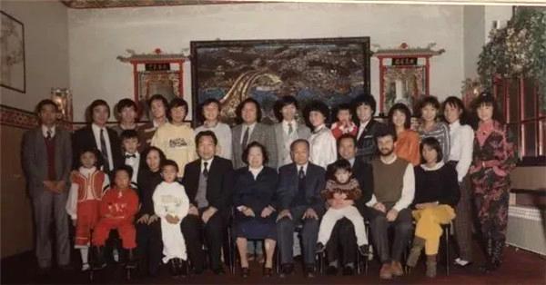 384封家书和一本家谱 见证温州这个胡氏家族异国创业之路